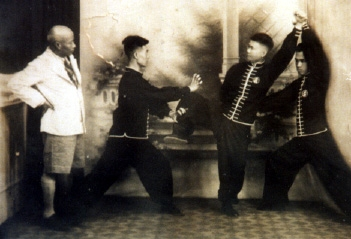 Lam Sai Wing with Chan Hon Chung training.jpg
